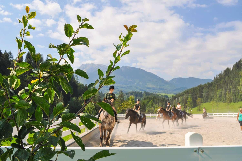 Reiturlaub in Österreich bei Bergpanorama - Ferienhotel Gut Enghagen